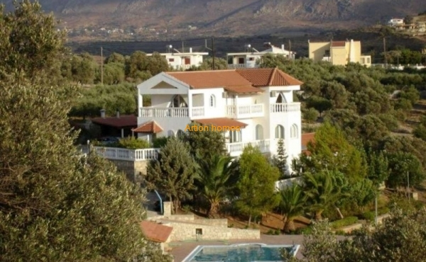 A large villa in the south of Crete, a plot of 55 acres