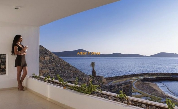 Villas on the territory of the luxury hotel De Luxe in Elounda