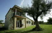 39, Villas in a stone in the middle of an olive grove, by the sea