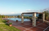 275, Quality villa with garden and pool on a hill