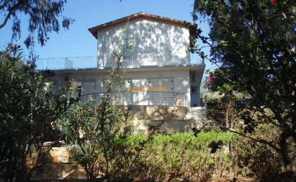 Villa with garden directly by the sandy beach