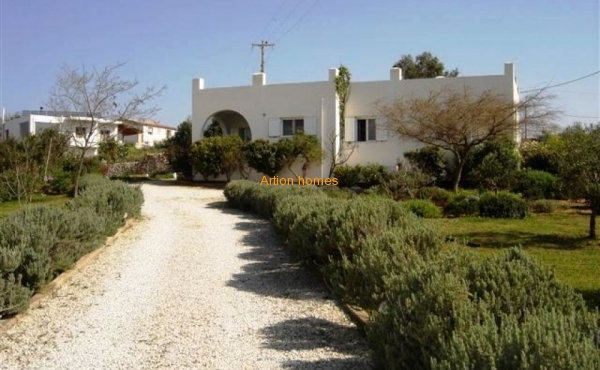 Sale of a charming house in a village, 1 km from the beach