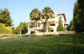 403, Double villa in a well-maintained plot with a large swimming pool