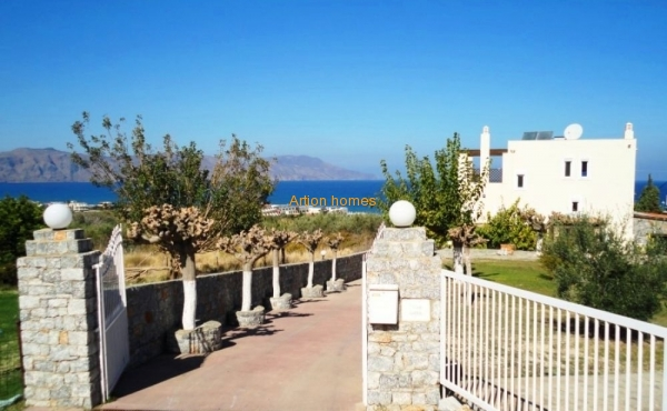Villa with large pool, sandy beach on foot