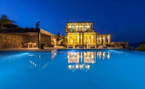 New luxury villa in a gated luxury complex near the beach