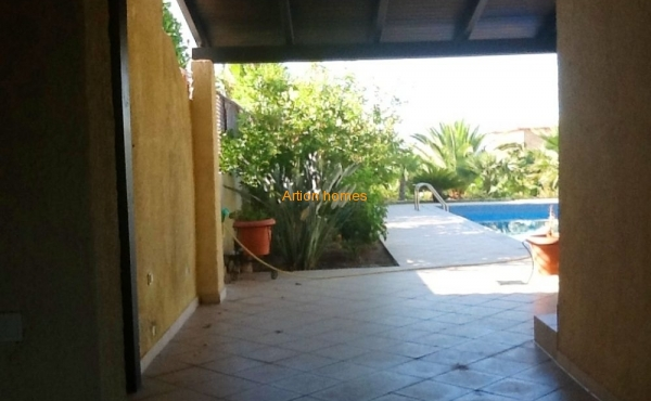 Villa with pool and garden, 80 m from the beach