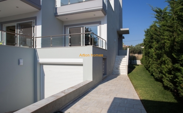House of 290 sq.m in Sounio, only 70m from sea